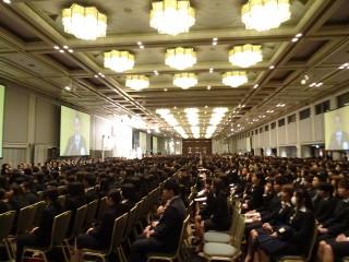 約3000人が参加した入学式会場