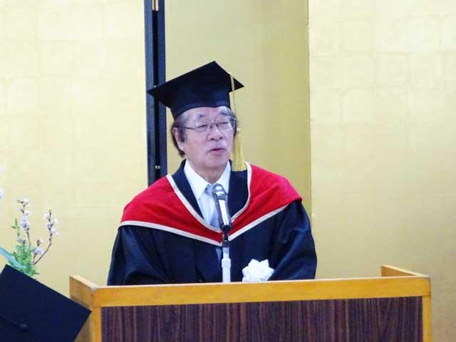 日本に於ける医療の質と安全研究の第一人者として訓辞を述べる武田裕学長