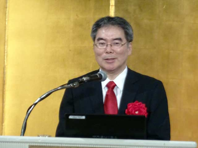 記念講演を行なう慶応大学医学部の三浦公嗣教授